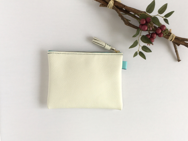 ホワイト レザーポーチ?(白×水色)m/c