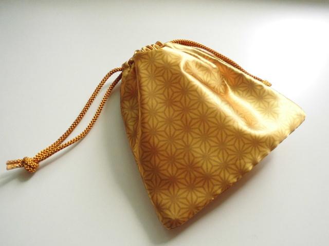 金色の巾着袋
