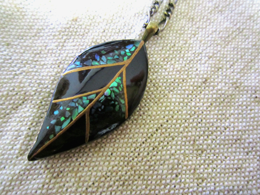 漆塗りネックレス - leaf -