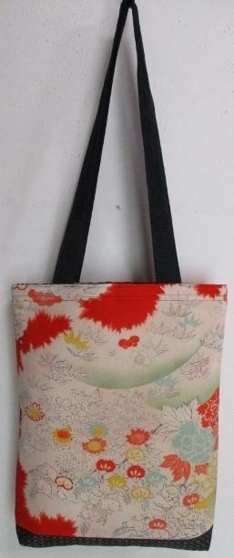 送料無料 花柄の着物で作った手提げ袋...
