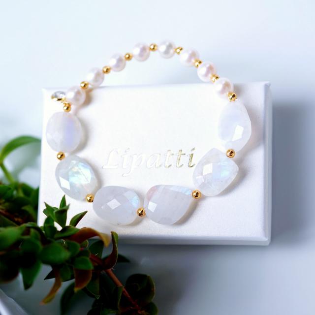 真珠とホワイトラブラドライトのブレス...