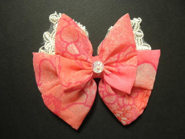 白と濃いピンクの愛らしバレッタ