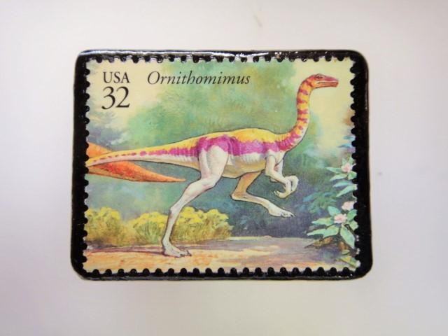 アメリカ 恐竜切手ブローチ 2747
