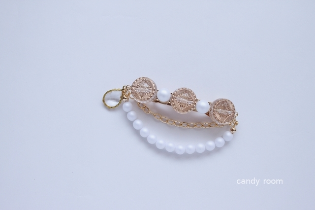 110  frosted pearl barrette