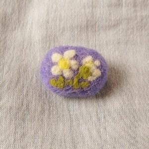 フェルト刺繍のブローチ 白いお花(FAB-001-F)