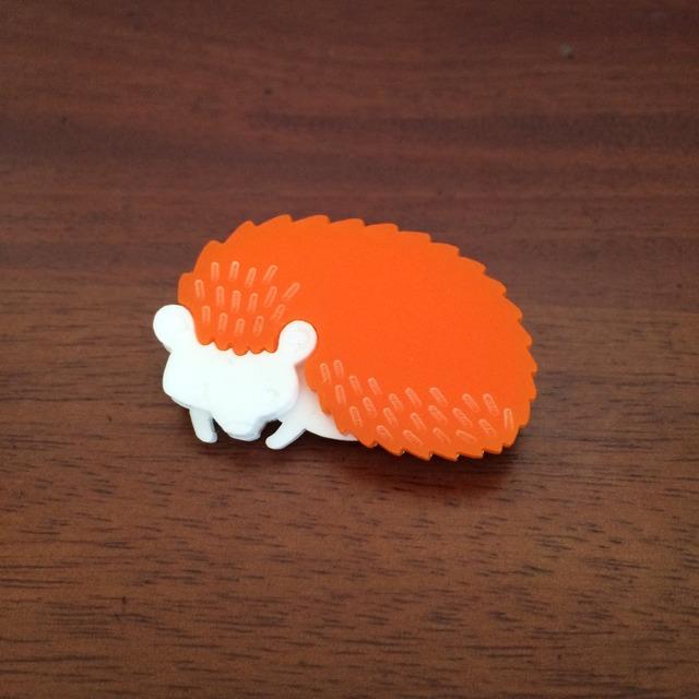 ハリネズミのブローチ|オレンジ
