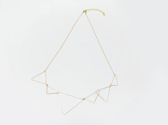 (再販)連なる三角のワイヤーネックレス