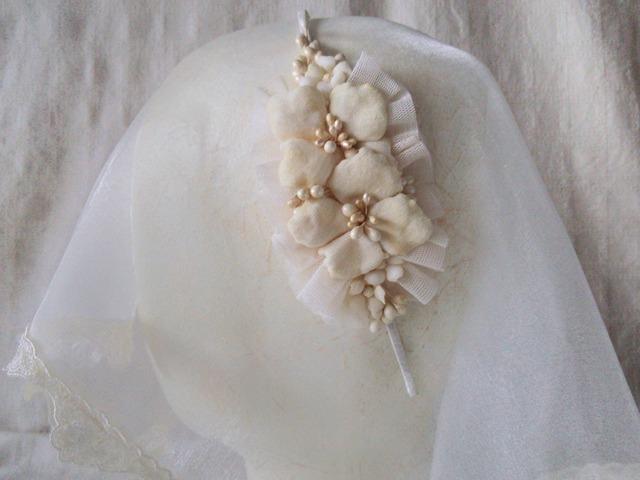染め花の紫陽花と花芯のカチューシャ(オフホワイト)