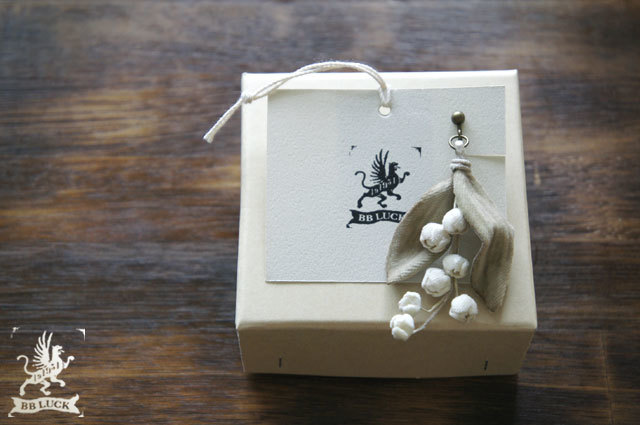 earring【 布花片耳イヤリング  lily of...