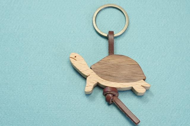カメ / 亀 木のキーリング  【限定品】