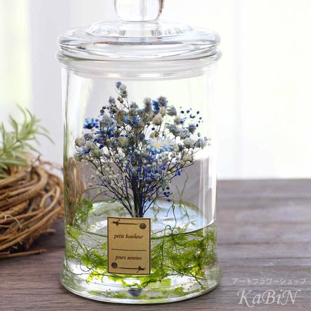 小花とかすみ草が舞うブルーグラデーシ...