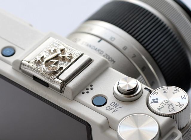 トカゲのシルバー製カメラのホットシューカバー