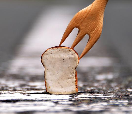 厚切り食パンのメッセージ立て