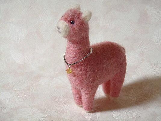 羊毛フェルト ピンクのアルパカ