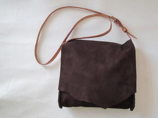 牛皮の手縫いバッグ(茶色ヌバック)