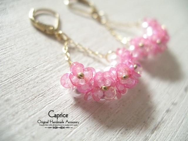 スパンコールの小花ゆらゆらピアス ピンク