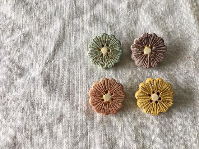 【陶土】もっとちいさなお花 ブローチ