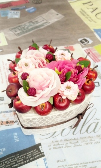 お花とフルーツ(リンゴ)のハートボッ...