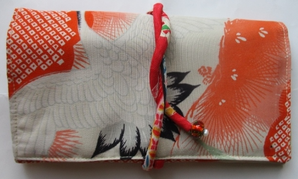 送料無料 鶴の絵柄の正絹の長襦袢で作...