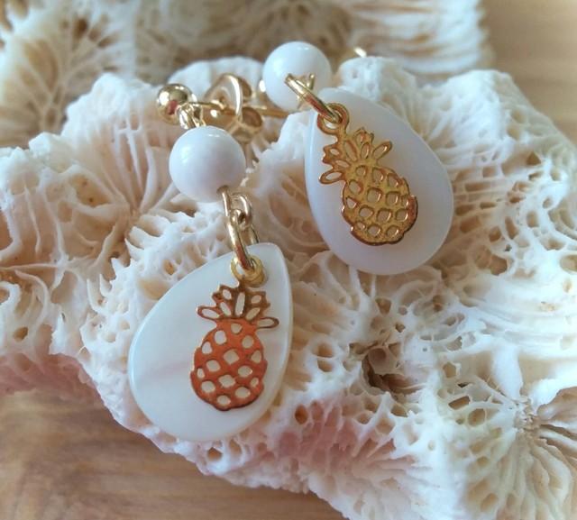 Pineapple drop ピアス (white coral)