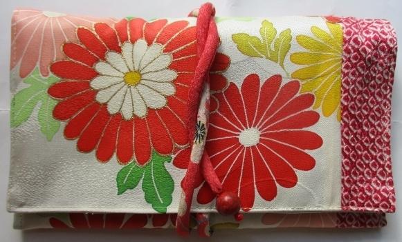 送料無料 花柄の振袖で作った和風財布...