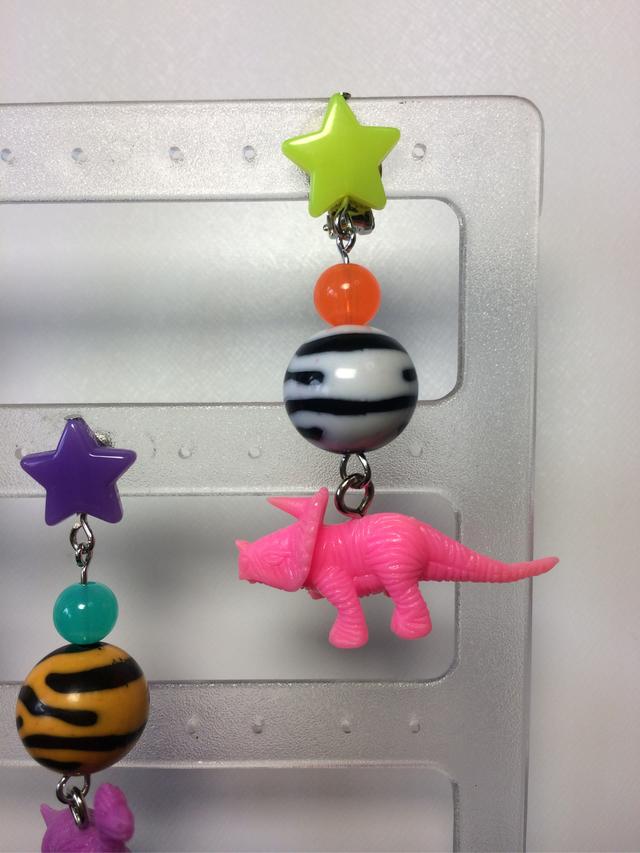 恐竜(ピンク)イヤリング
