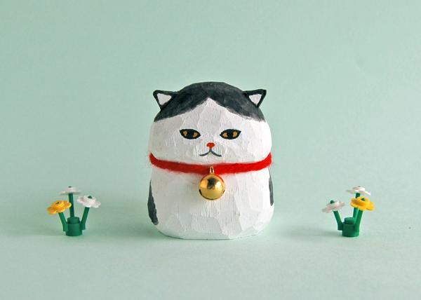 木彫り人形ネコ 白×黒 5センチ幅 [M...