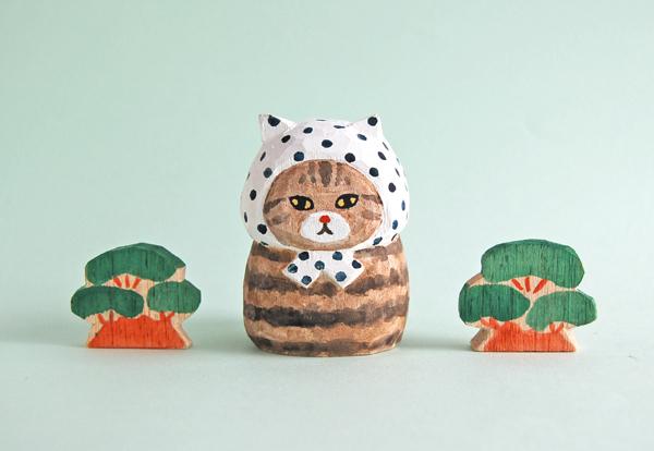 木彫り人形 豆絞りにゃん こげ茶トラ...