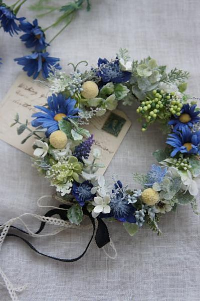 ブルーデージーの花冠リース