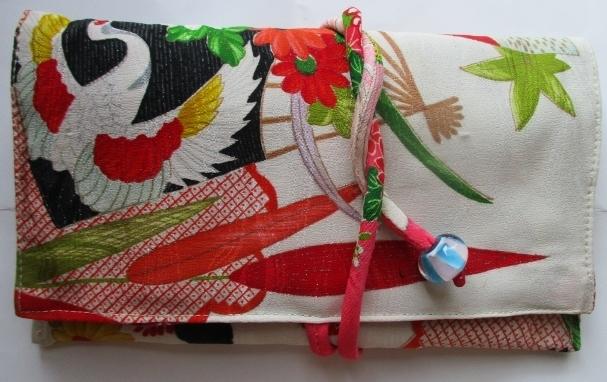 送料無料 鶴と花柄の振袖で作った和風...