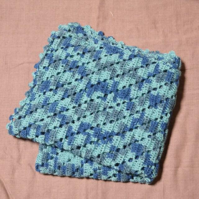 段染め模様編みのストール ブルー系