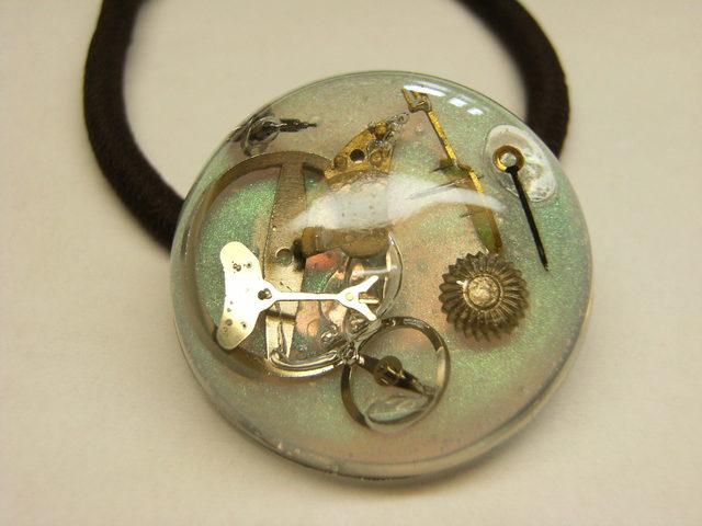 時計のヘアゴム(パール色)
