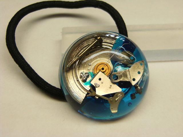時計のヘアゴム(青色)