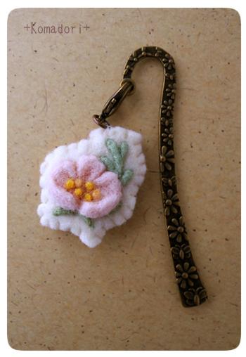 薄桃色の花のミニブックマーカー