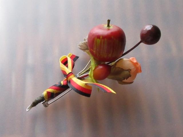 *秋色*りんごのこぶりコサージュ*