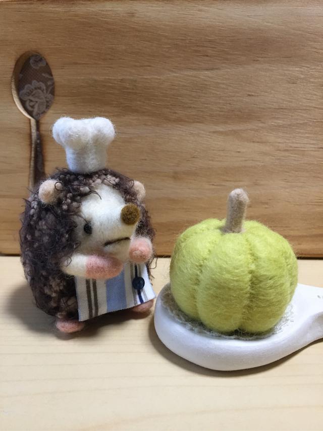羊毛フェルト ハリネズミのコックさん