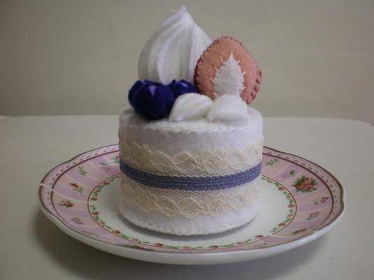 いちごとブルーベリーの生クリームケーキ