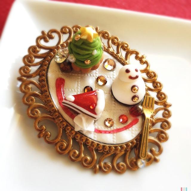クリスマス 3種のミニケーキプレートの 大きなブローチ 1