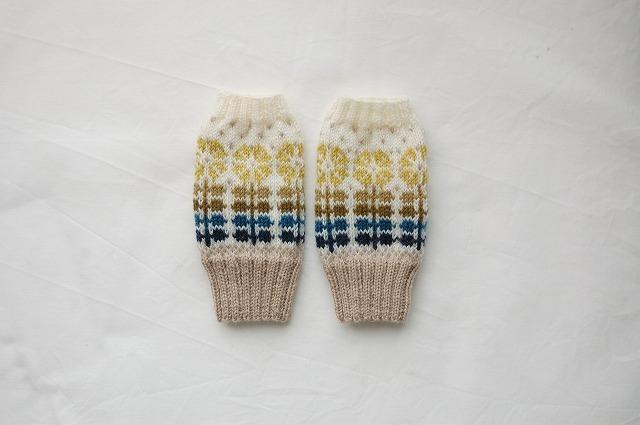手編みの指なしミトン 【お花並んだ】山吹
