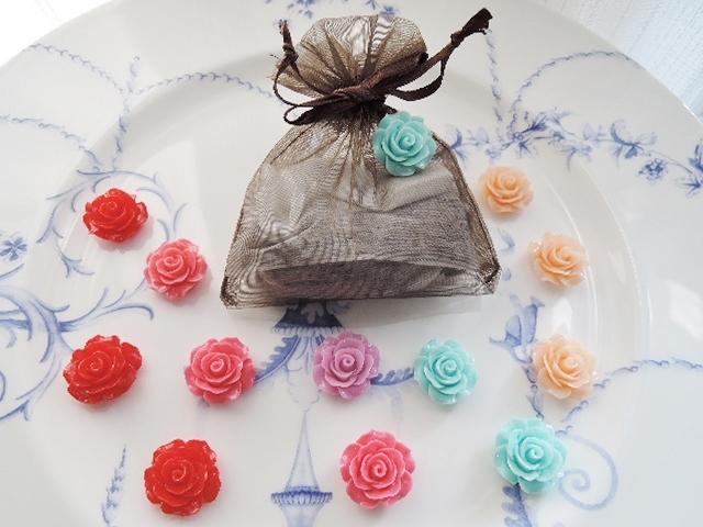 バラのカボション?サシェ付きピンブローチ 巾着袋のカラーが増えました。(570)