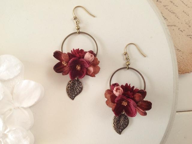 染め花と金古美の葉のフープピアス(ブラウン&ボルドー)
