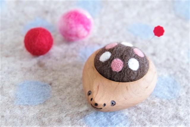 羊毛ピンクッション【針山】 はりねずみくん 水玉 ピンク