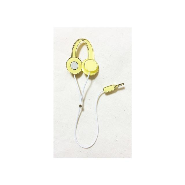 headphone brooch �� yellow