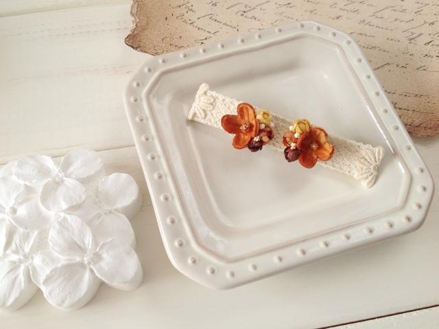染め花の小花と蕾のピアスA(ブラウン)