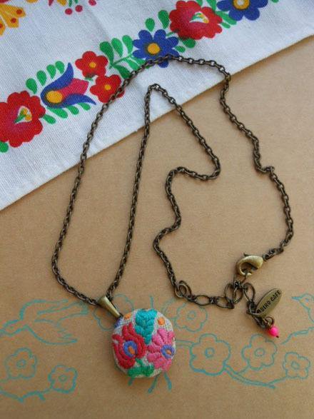 ハンガリー 刺繍 ネックレス B