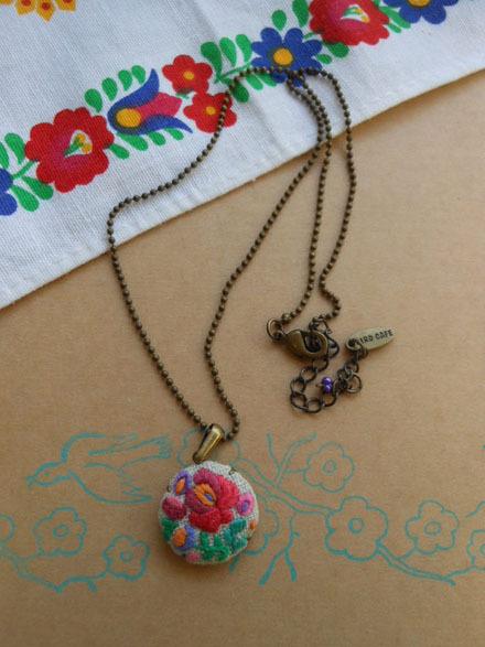 ハンガリー 刺繍 ネックレス C