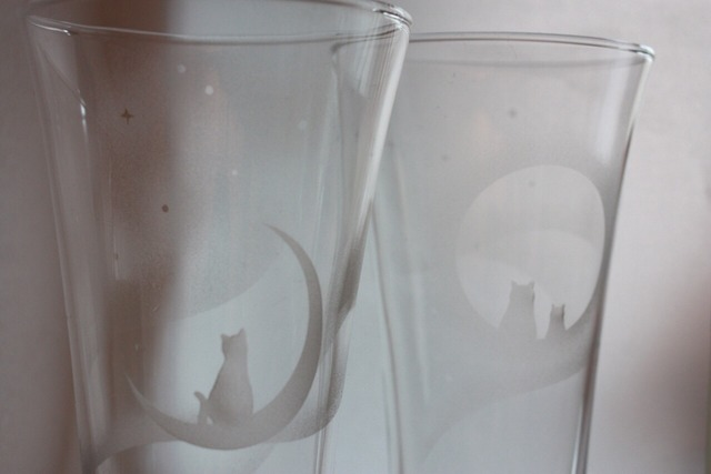 満月wネコと三日月ネコ、トールグラス