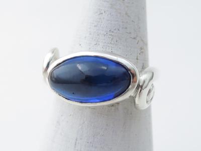 青い石の渦巻きリング