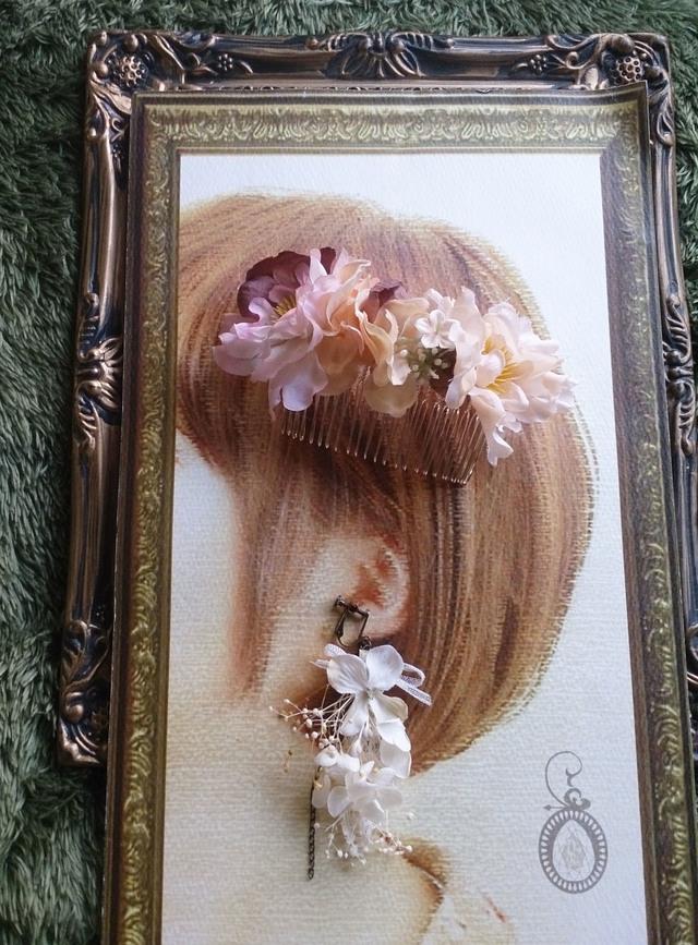 花の片耳イヤリングとアンティークフラ...