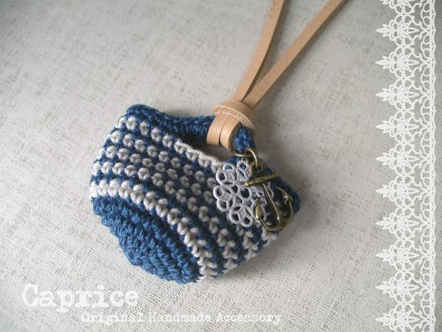 ミニマルシェバッグのネックレス ブルー×ホワイト